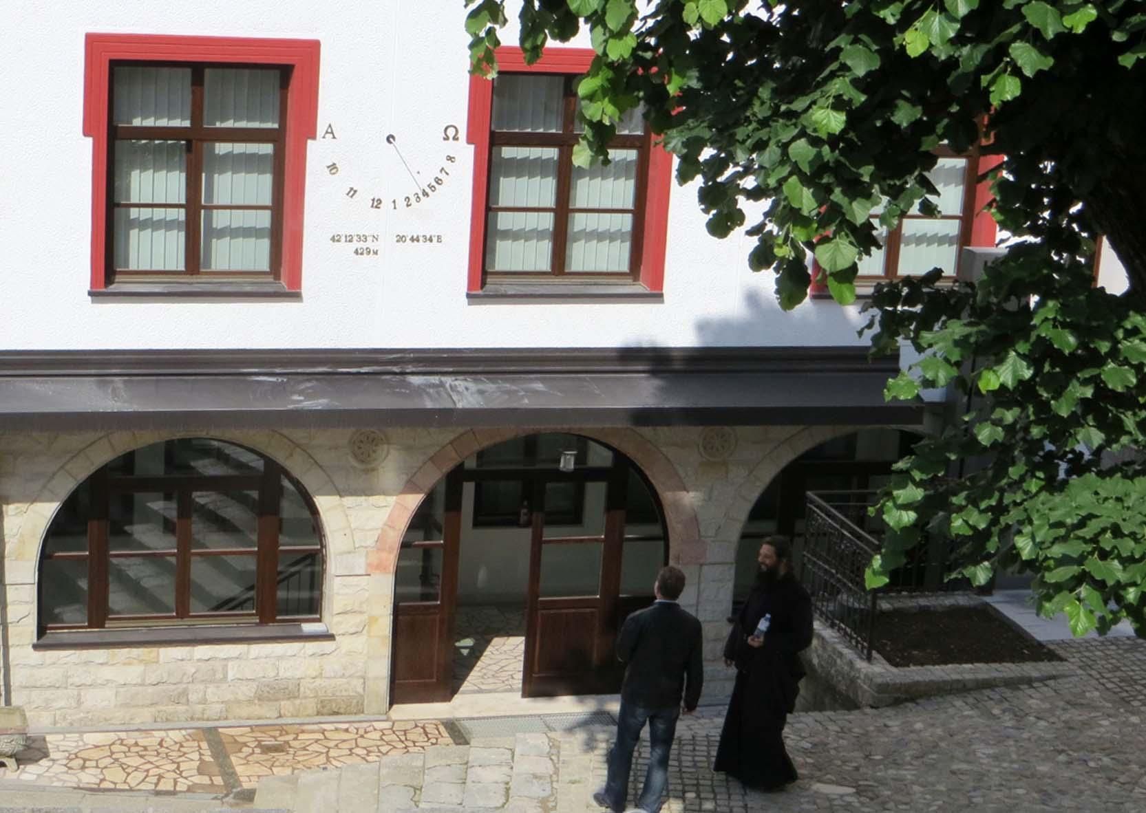 Suncani casovnik - Prizrenska bogoslovija - 5 maj 2016-dvoriste